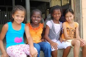 four-girls-sitting-outside_ec-930x623